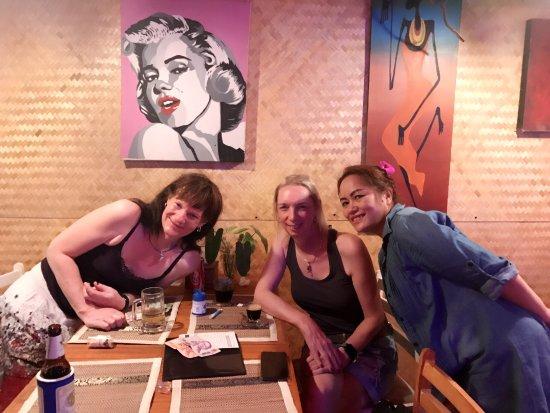 Win Win Bar & Restaurant: ลูกค้ามาเที่ยว2อาทิตย์ มาทานข้าวที่ร้านทุกวันเลย. น่ารักมากค่ะ