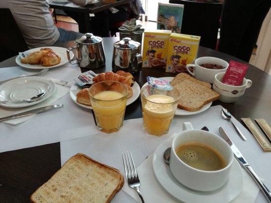 Aquabella Hotel: Petit déjeuner