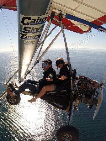 Cabo Sky Tours: Ernesto has a GOPRO camera attached to the wing! Well worth the $$ to purchase the pics!