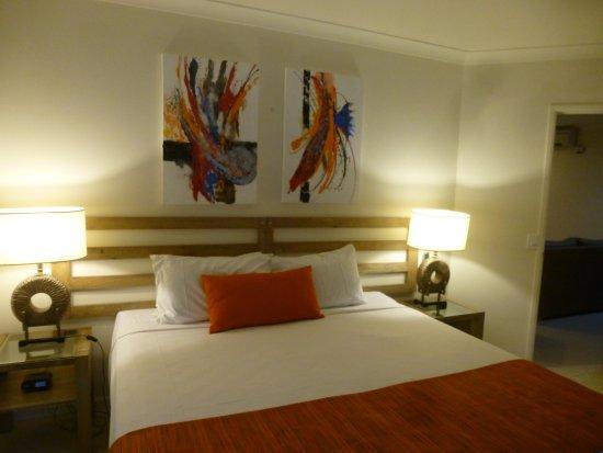 Meridian Port Douglas: Bedroom in 'Jacuzzi One bedroomed Apartment'