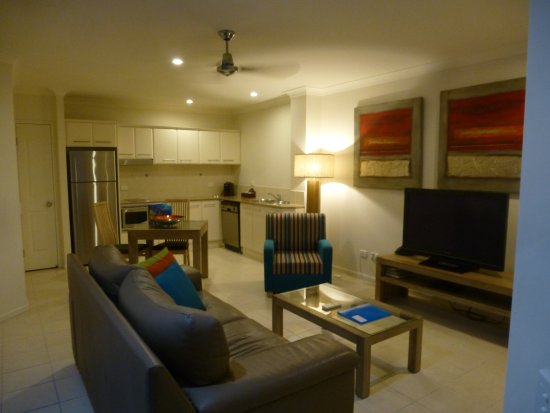 Meridian Port Douglas: Living area in 'Jacuzzi One bedroomed Apartment'