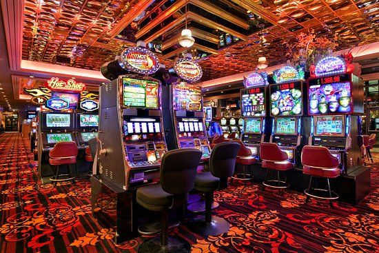 Red Lion Hotel & Casino: Slot Machines at Elko's Largest Casino
