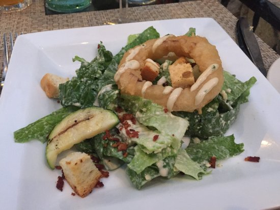 Rock Cafe: Ceaser salad with onion ring