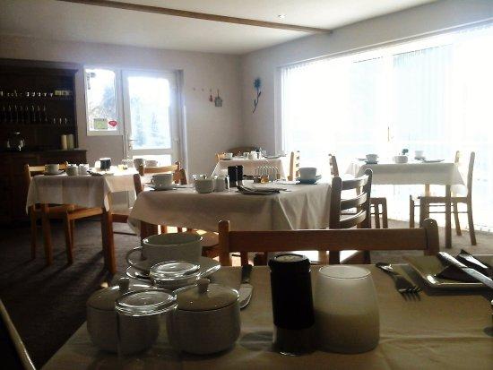 Menai Bridge, UK: breakfast and dining room