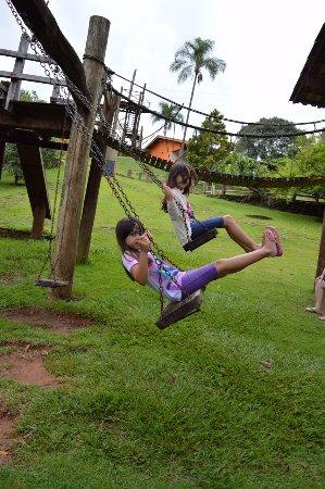 Socorro, SP: as meninas brincaram muito nos brinquedos infantis