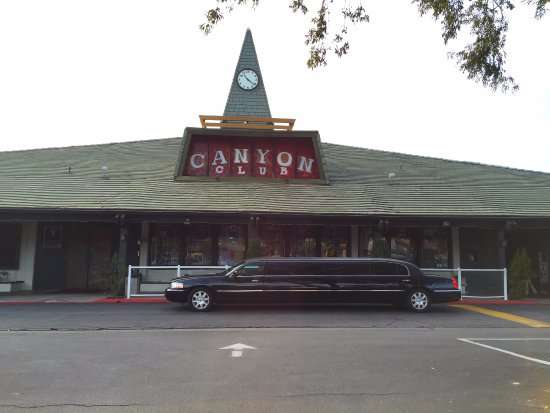 Thousand Oaks, Kalifornien: American Luxury Limousine at the Canyon Club in Agoura Hills, a popular place for limo services.
