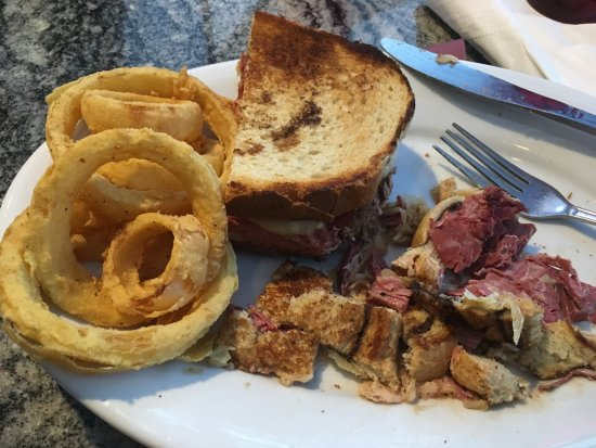 Litchfields Bar and Grill: Delicious corned beef sandwich and yummy onion rings!