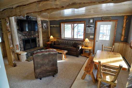 Staudemeyer's Four Seasons Resort: Birch Suite living room.   Soafa Sleeper and wood burning fireplace