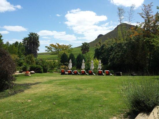 Garten Mit Liegen In Poolnahe Picture Of Fraai Uitzicht