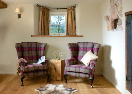 Ravenstonedale, UK: Angel Barn - read the sunday papers in comfort