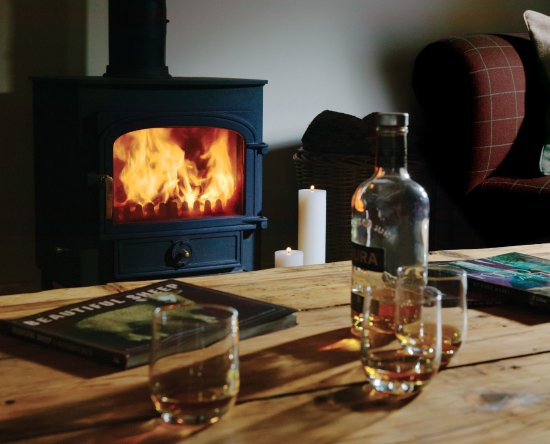 Ravenstonedale, UK: Angel Barn - enjoy a wee dram in the evening by the fire