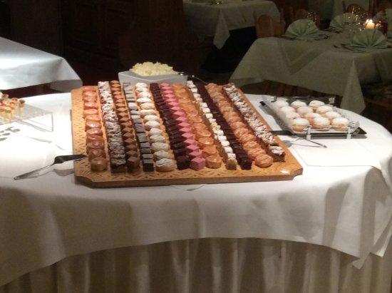 Alpenhotel Kramerwirt: Dessert buffet