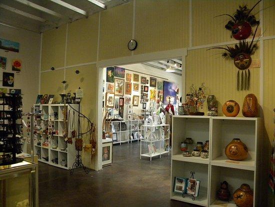 Cottonwood, AZ: Local Artists of Hart of AZ Art Gallery