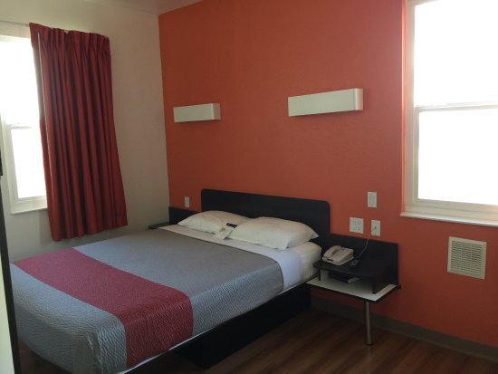 Motel 6 San Diego Downtown: King Bed
