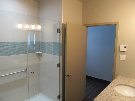 In room bathroom picture of best western plus hotel for Best western bathrooms
