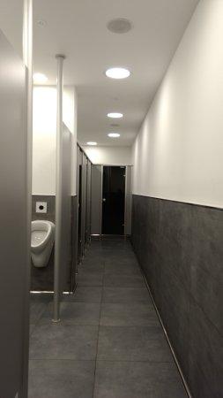 Olzheim, Niemcy: Komplett neue WC-Anlage. Top sauber!