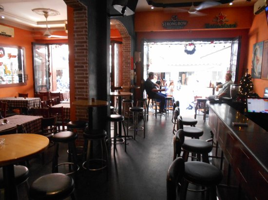 Universal (Sports Bar/Cafe/Restaurant/Live Music), Ho Chi Minh City -  152 Restaurant Reviews & Photos - TripAdvisor
