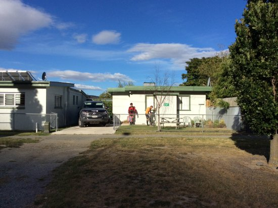 Kurow Holiday Park: Tourist Flat, private access from road.