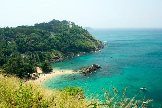 Rawai, Tailandia: Внизу Yanui Beach! Вид с Windmill viewpoint