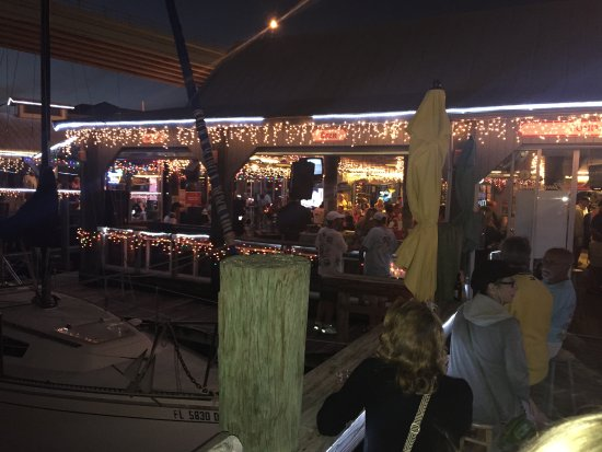 Bonita Bill's Waterfront Cafe : Day after Christmas, evening music, Bonita Bill's
