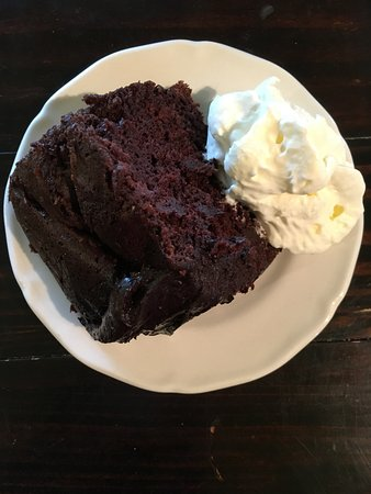 Duncan, Canada: Chocolate Cake with whipped cream