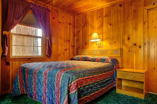 Tamarack Lodge: Lodge cabin queen bedroom