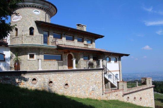 Serle, Italien: struttura esterna