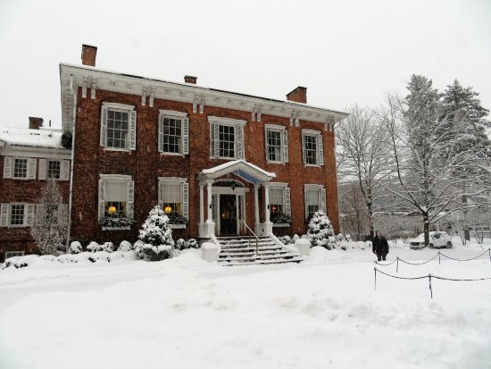 The Cooper Inn: A snowy night