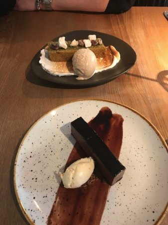 West Malling, UK: Deserts: Pistachio cake with really good pistachio Ice cream and chocolate pave