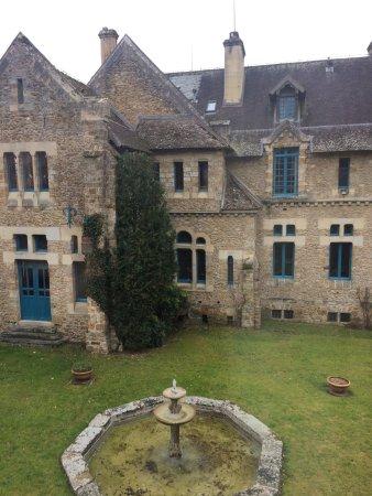 Cernay-la-Ville, France : Vue de la chambre