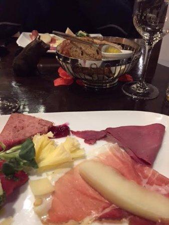 Rheden, Pays-Bas : heerlijke voorzetjes met hertenham, carpaciobonbon, pate, rauwe ham met meloen...