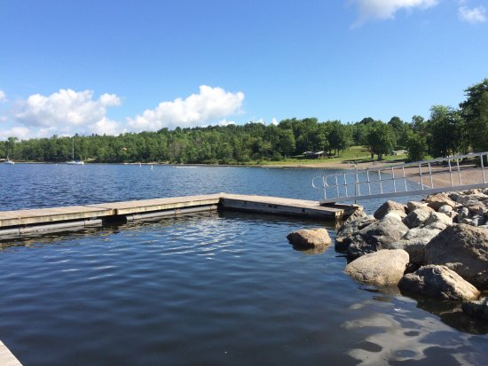 Quispamsis, Kanada: New dock with beach area beyond.