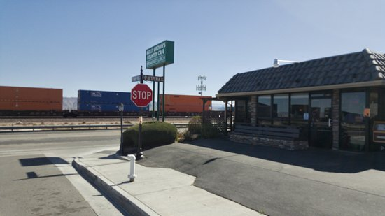 Victorville, CA: Exterior on the Tracks