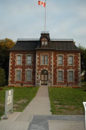 Sault Ste. Marie Canal National Historic Site: Historical Building at Sault Locks