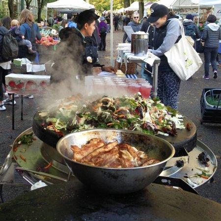 Portland Farmers Market : brunch time!