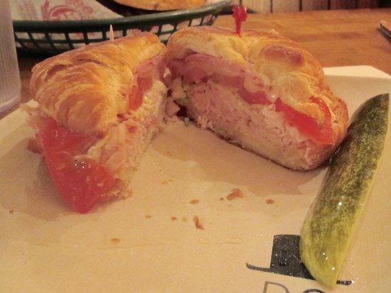 Farmville, Wirginia: Croissant Sandwich at Macado's