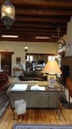 Hacienda Nicholas Bed & Breakfast Inn: Lounge/Salon