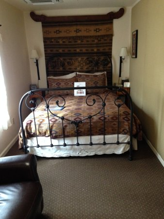 Hacienda Nicholas Bed & Breakfast Inn: Queensize etwas eng