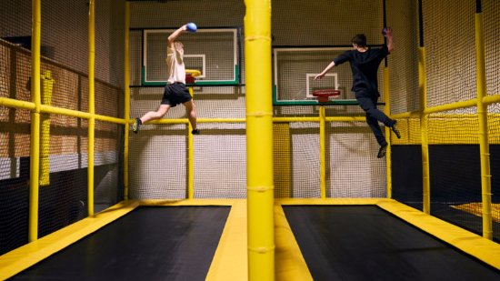 Avondale, Nowa Zelandia: Slam dunk at all new heights with our dunk trampoline tracks.