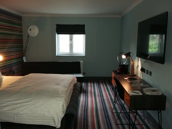 Village Hotel Coventry: Fabulous, large, quiet, clean Club room.