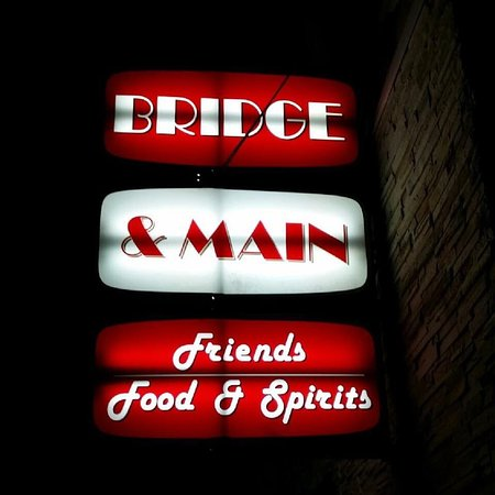 Grand Ledge, MI: Bridge & Main Friends, Food, & Spirits