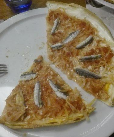 Prades, Francia: Pizza alsaciana de anchoas