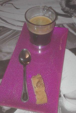 Prades, France : Café con carquiñoli