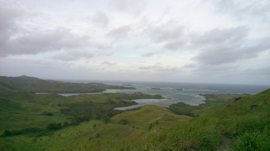 Blue Lagoon Beach Resort: Hike up the hill in the back of resort and the view is breathtaking. Picture cannot do its justi