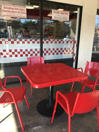 Lakewood, CA: outside dining