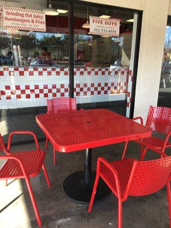 Lakewood, Califórnia: outside dining
