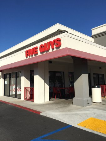 Lakewood, Califórnia: Five Guys Front