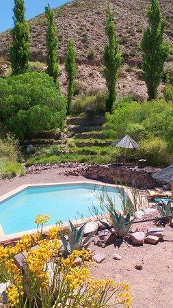 Cerro Chico: piscina con agua de vertiente y su entorno