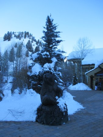 Sun Valley, ID: Bear sculpture at River Run lodge