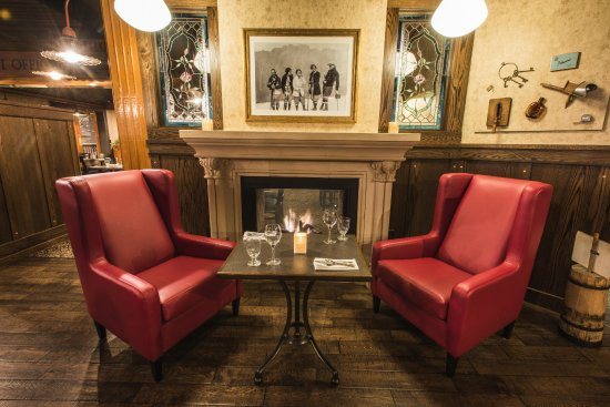 Hume Hotel & Spa: General Store Fireside